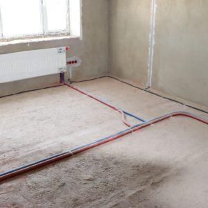 Монтаж радиатора отопления Kermi в загородном доме 1